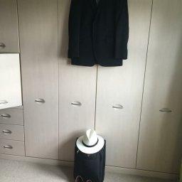 Distinctive men pack as little aspkossible for a business trip